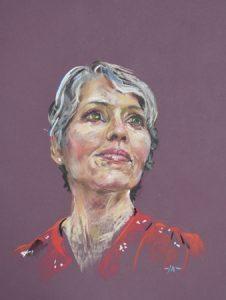 pastel portret van een vrouw in rode jurk, maat 40x30 cm op paars pastel papier Photocredit: Suzan Colon