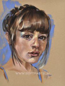 """Portret studie """"Olivia"""" maat 40x30 cm op okerkleurig velourspapier"""